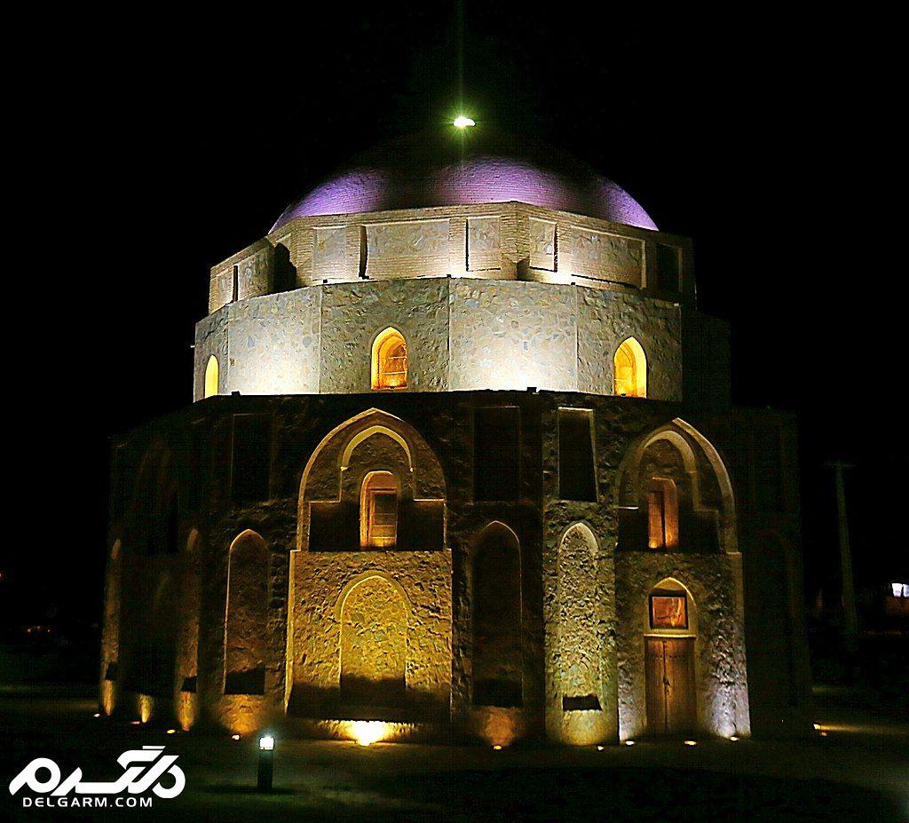 نمای گنبد جبلیه در شب
