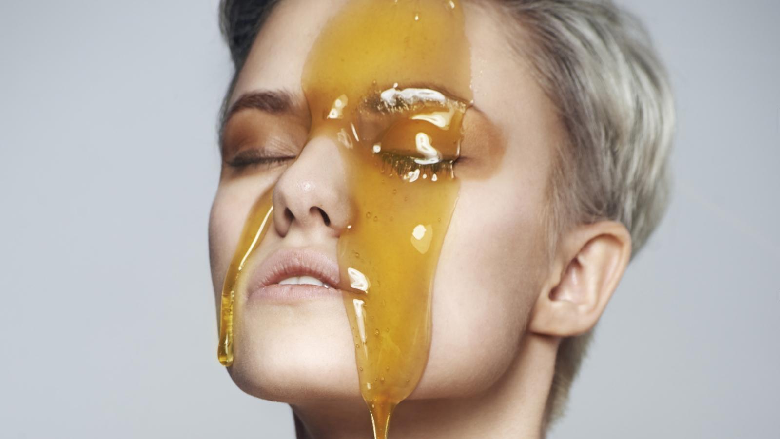 15 ماسک صورت خانگی با عسل برای انواع پوست ها