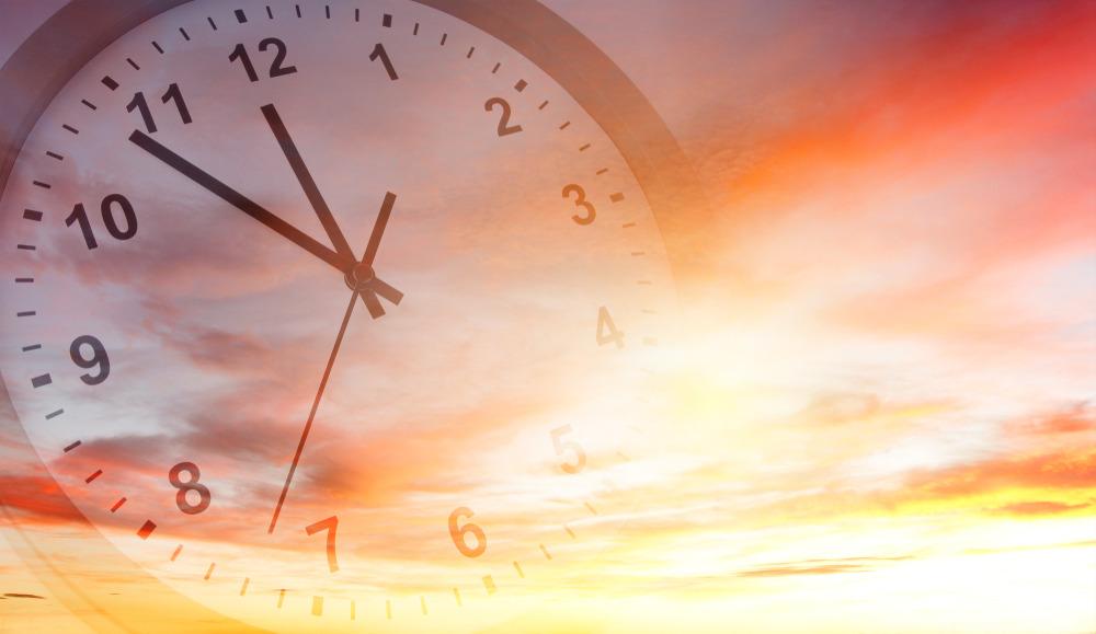 ساعت رسمی کشور از امشب یک ساعت عقب کشیده میشود