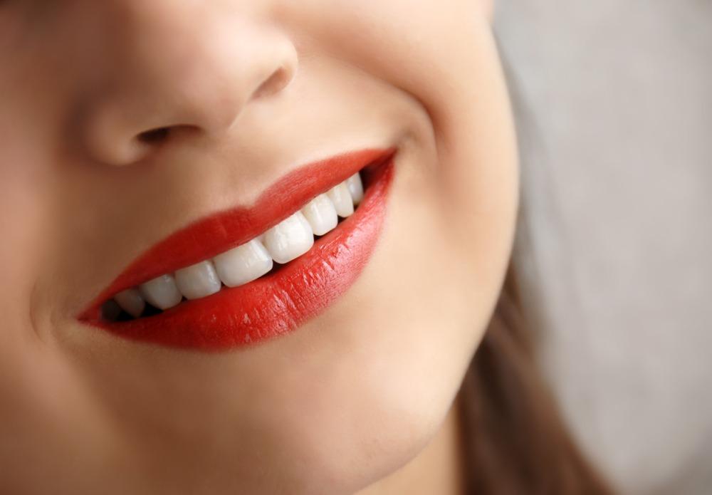 ۱۳ درمان موثر و خانگی تیرگی پشت لب