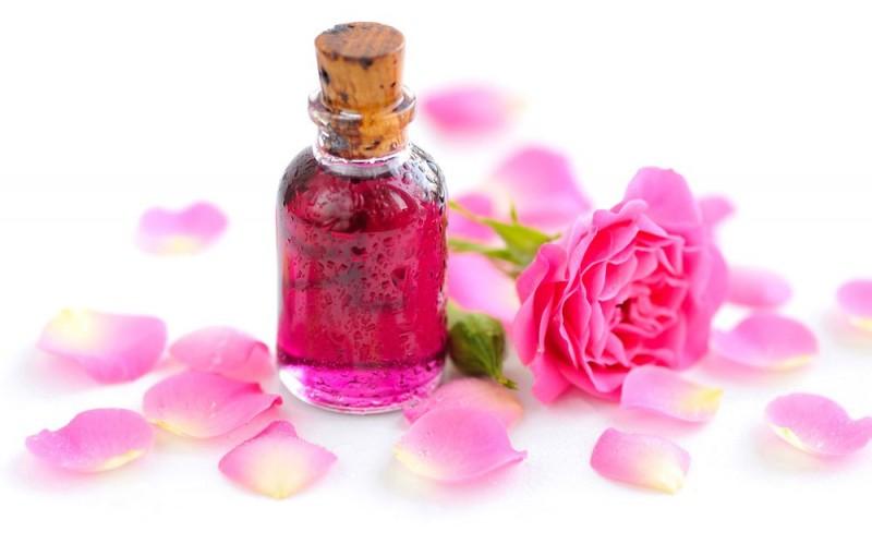 فواید قطره گل سرخ در افزایش میل جنسی