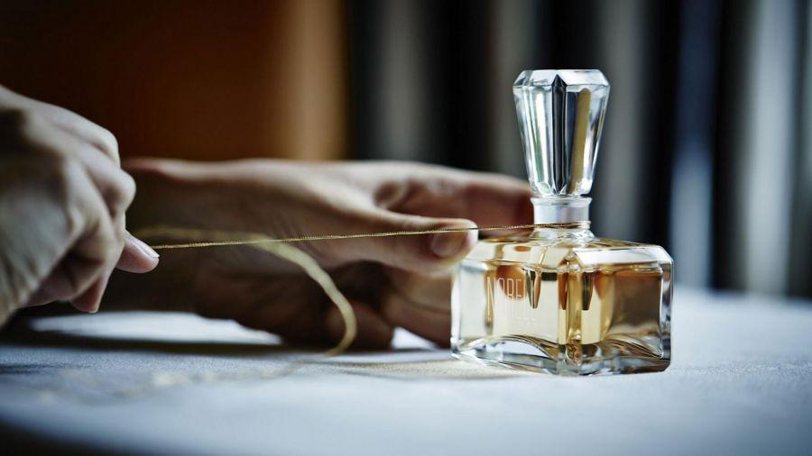 ۱۲ عطر خنک و شیرین زنانه ژیوانشی | خوشبوترین های جیوانچی