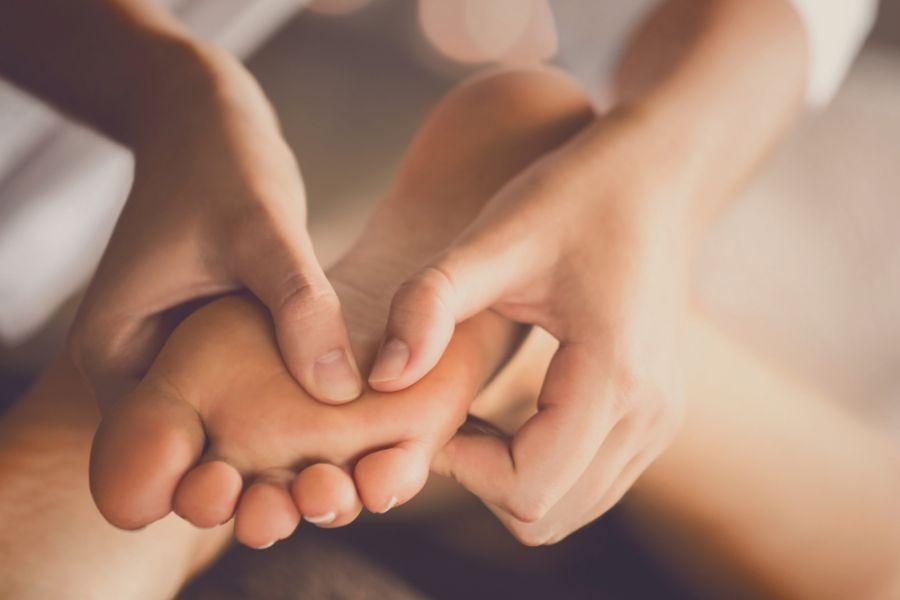 ماساژ پاها ؛ راهکار جادویی برای رفع سردرد