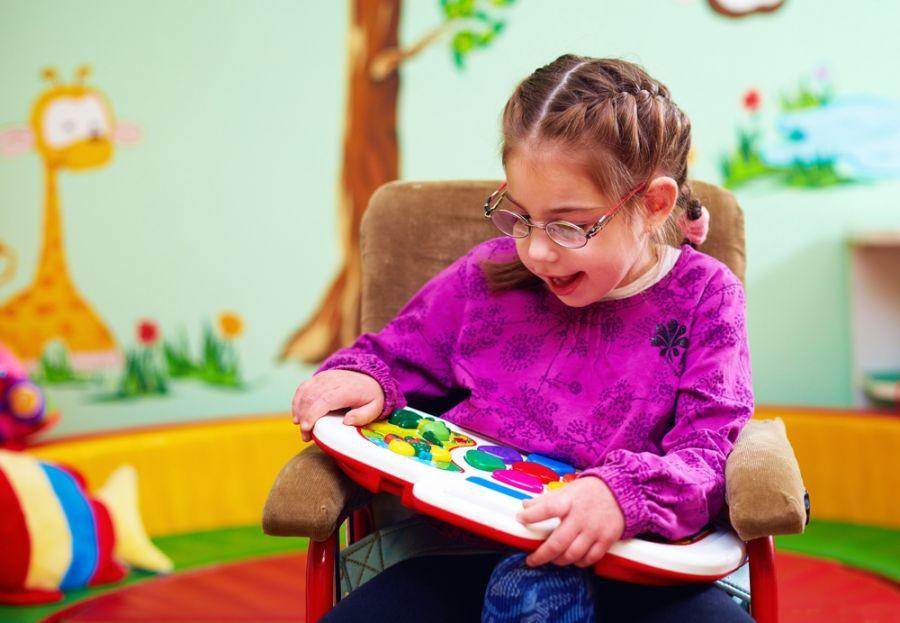 علائم و نشانه های فلج مغزی در کودکان