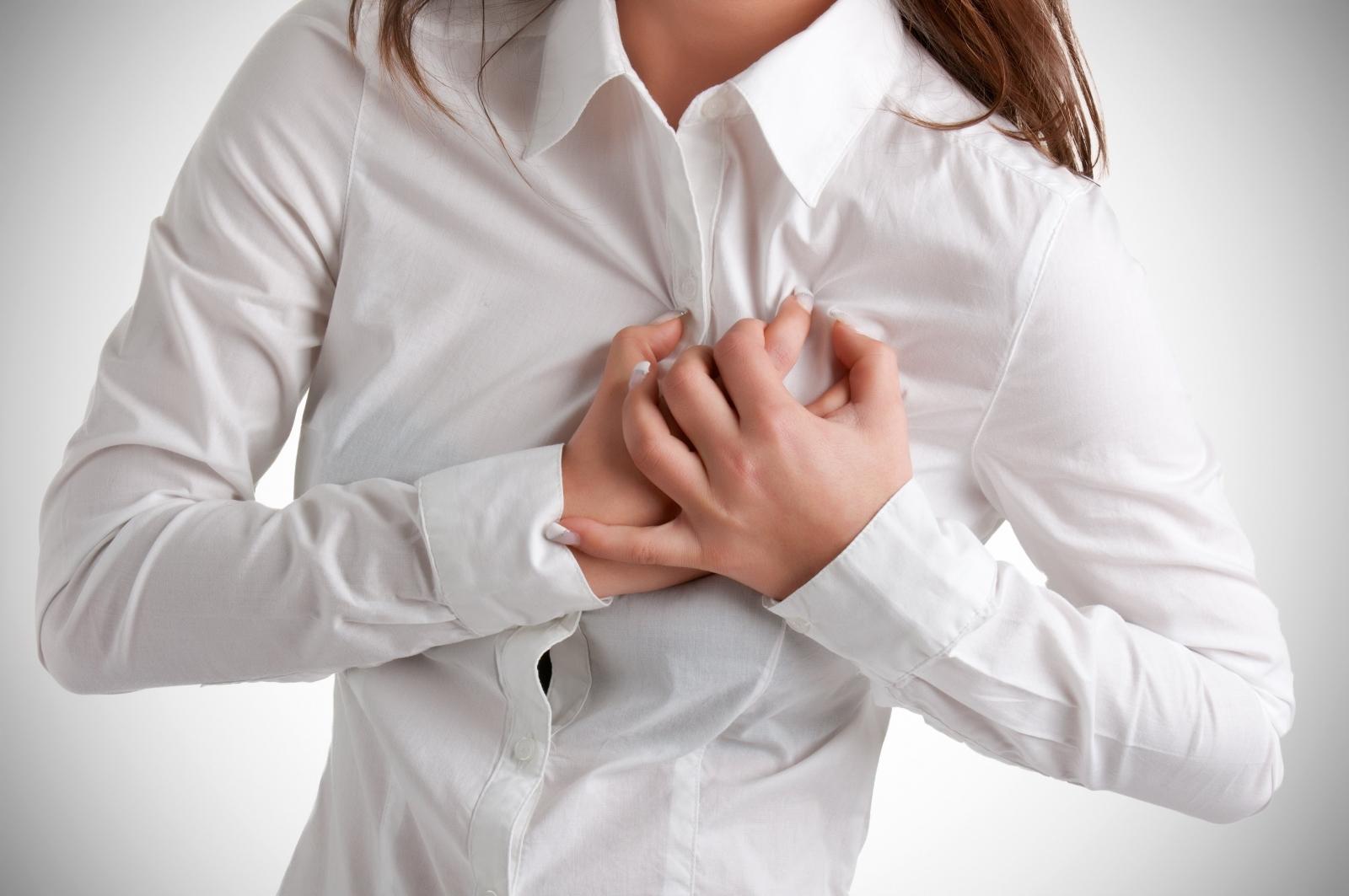 ده علت درد سینه در زنان