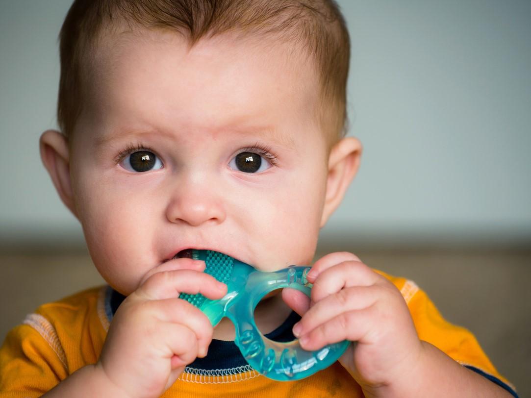 آفت دهان لب و زبان در کودکان علت علائم و درمان سریع آن