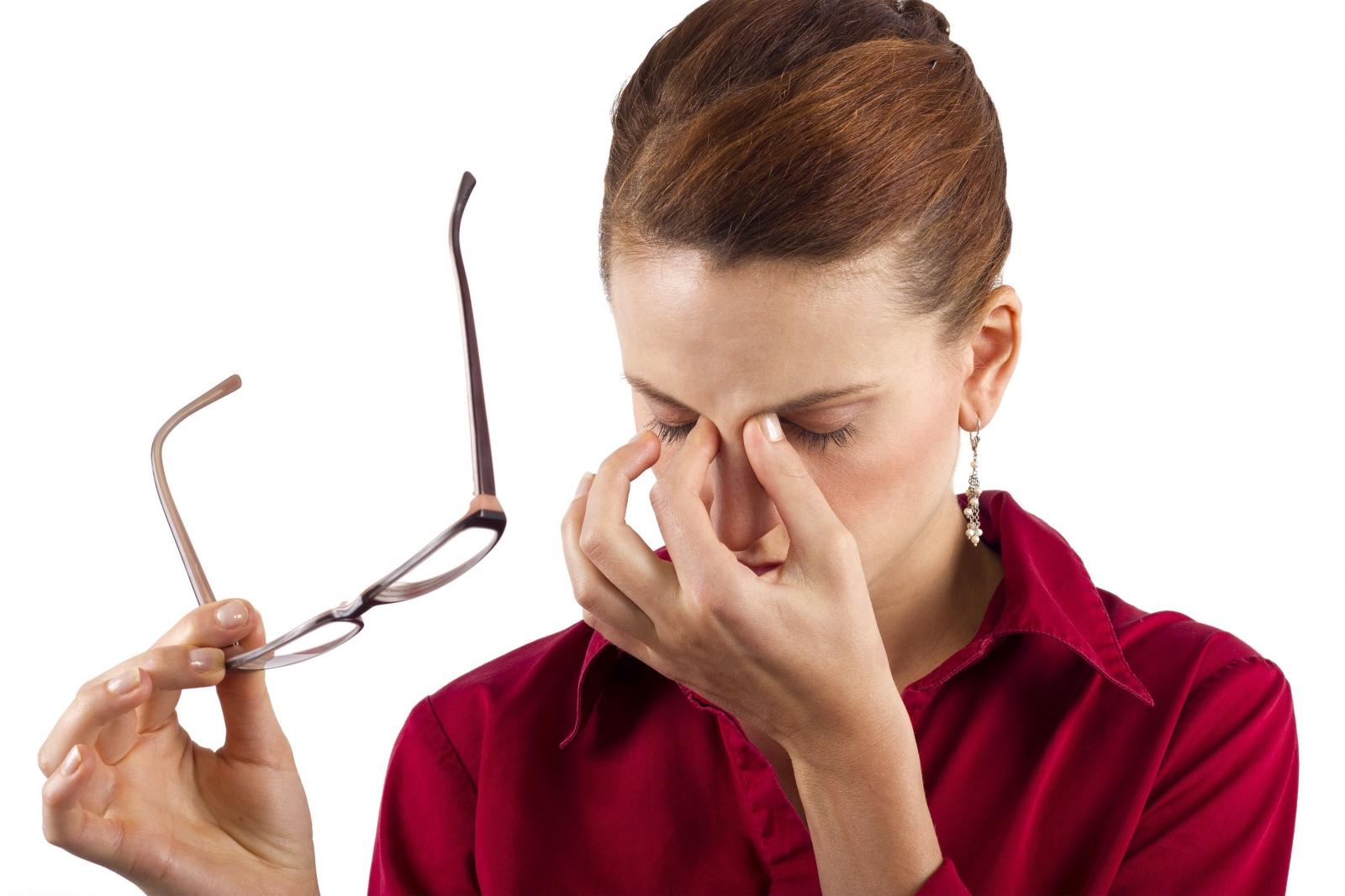 علت پرش یا تیک چشم چیست؟