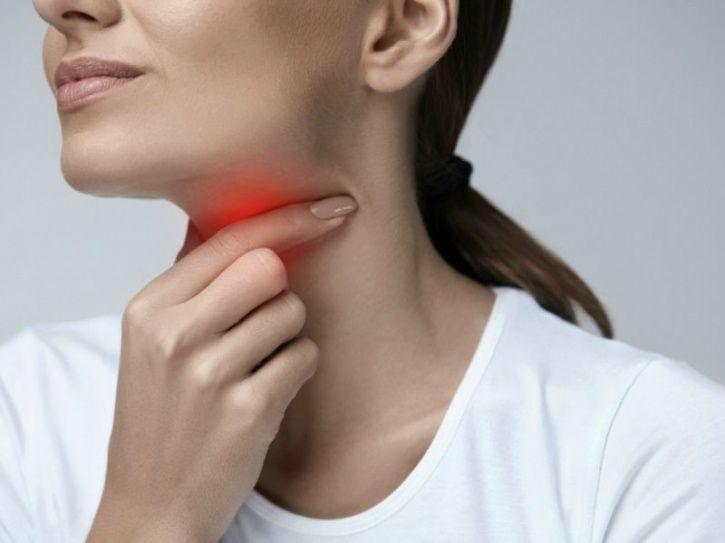 علائم و علت درمان گیاهی و خانگی آبسه گلو در بزرگسالان