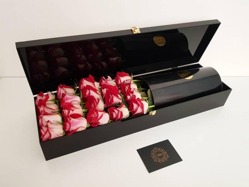 جعبه گل رز (باکس گل رز) قرمز حروف انگلیسی