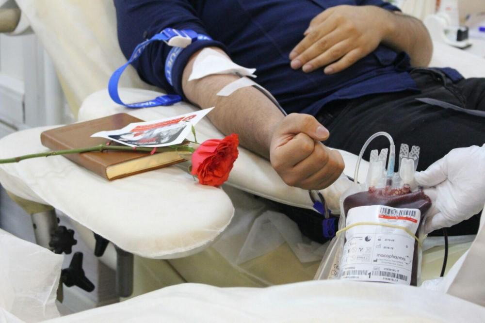 حکم تزریق خون به بدن روزه دار چیست؟