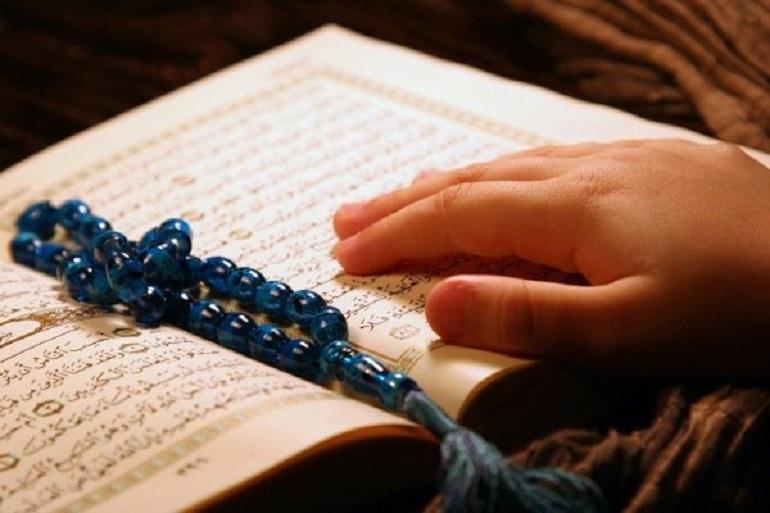 آیا لمس خطوط قرآن بدون وضو اشکال دارد؟ به صورت سهوی چطور؟