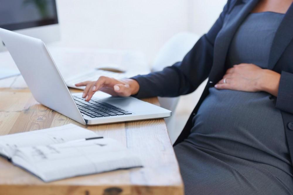 دوران بارداری و نشستن پشت میز !