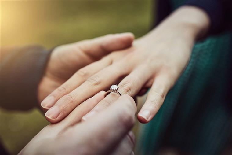 حکم فسخ عقد در صورت عقیم بودن شوهر به خاطر نداشتن بیضه
