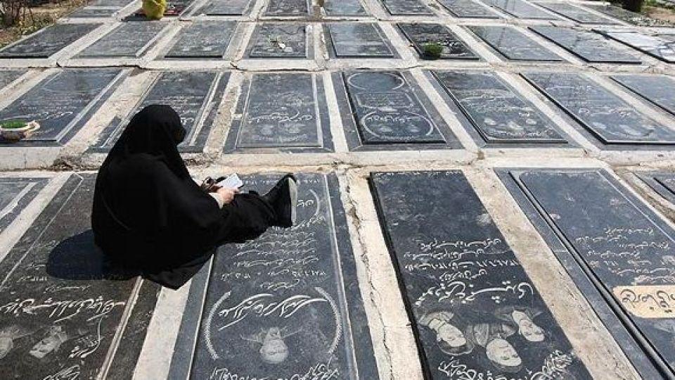 حکم پا گذاشتن روی قبر اموات چیست؟