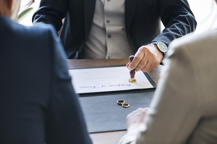 جرم ترک انفاق زوجه چگونه محقق می شود؟