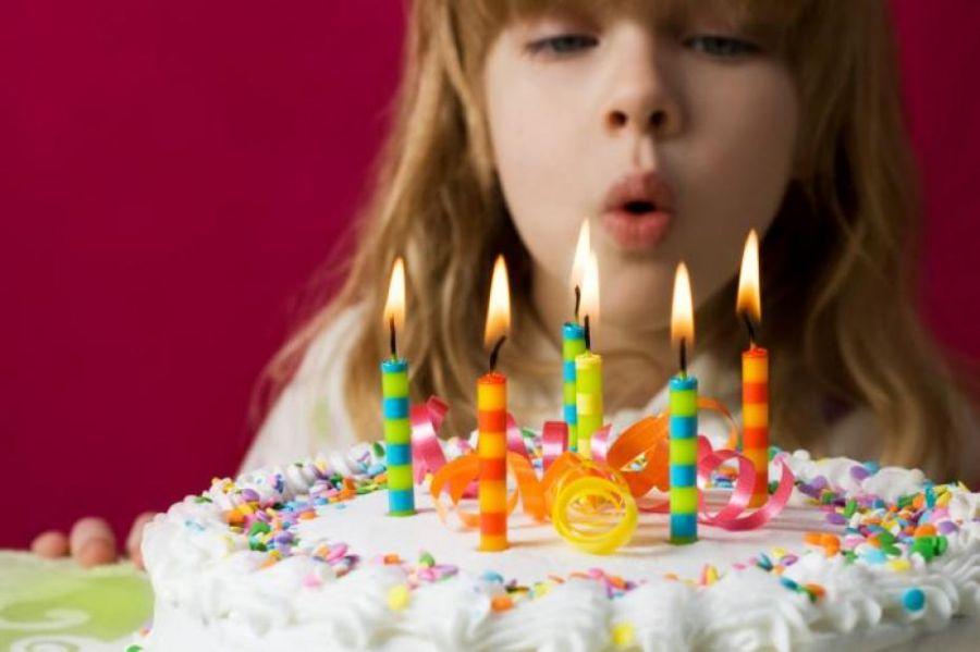 فلسفه گذاشتن شمع روی کیک!