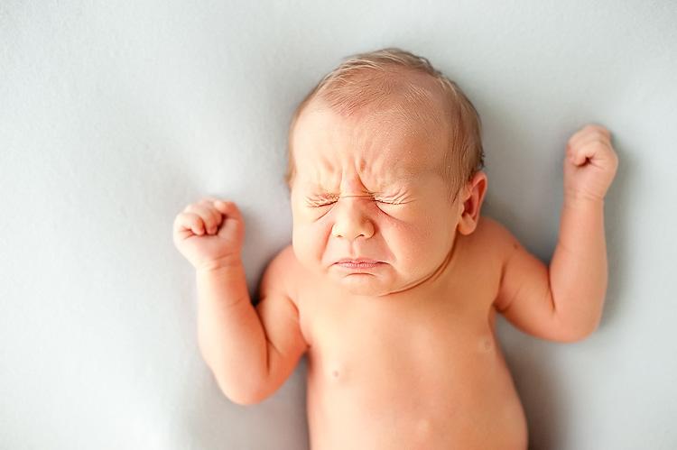 همه چیز درباره ی عطسه ی نوزاد
