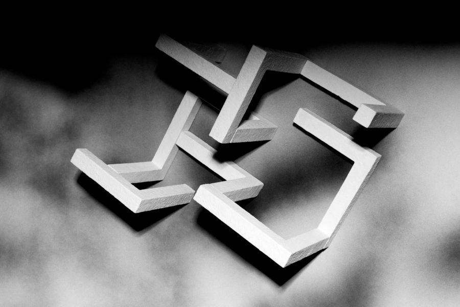 صلیب شکسته چه معنایی دارد؟