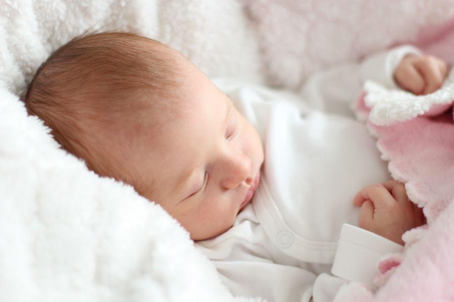 افت قند خون نوزاد؛ علائم، علل و راه های درمان