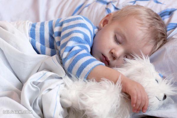 عرق کردن سر نوزاد در خواب