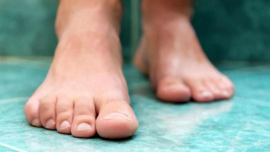 """علت """"سوزن سوزن شدن"""" کف پا چیست؟"""