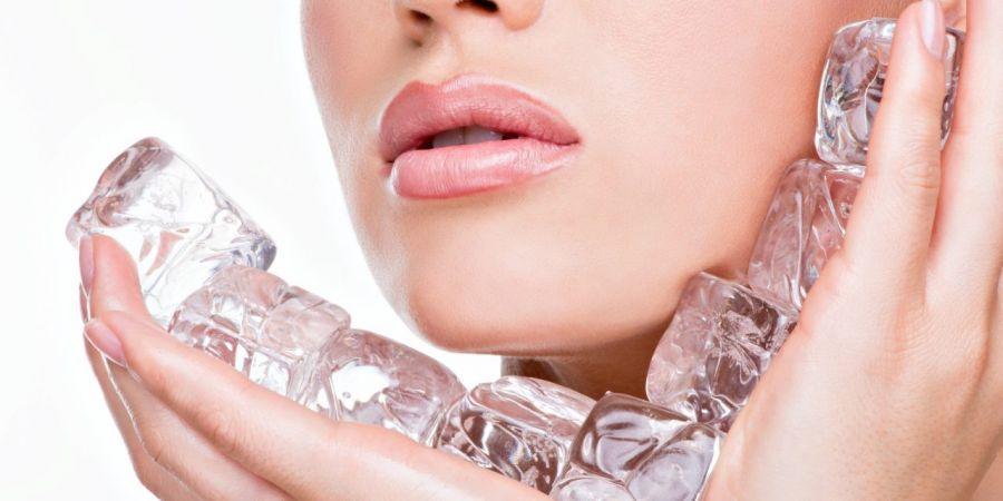 فواید شگفت انگیز یخ جهت درمان لکه صورت