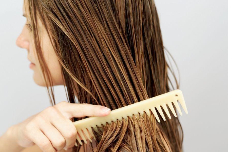 فوائد شانه زدن مو قبل از خواب چیست؟