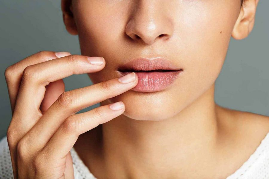 دلایل خشکی و پوسته پوسته شدن لبها و راههای درمان آن