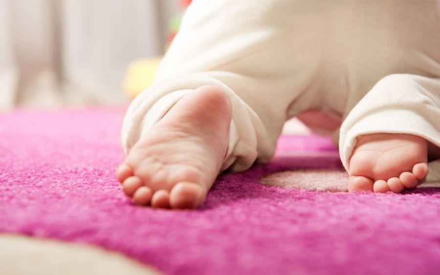 چهار دست و پا نرفتن نوزاد، چه علتی دارد؟