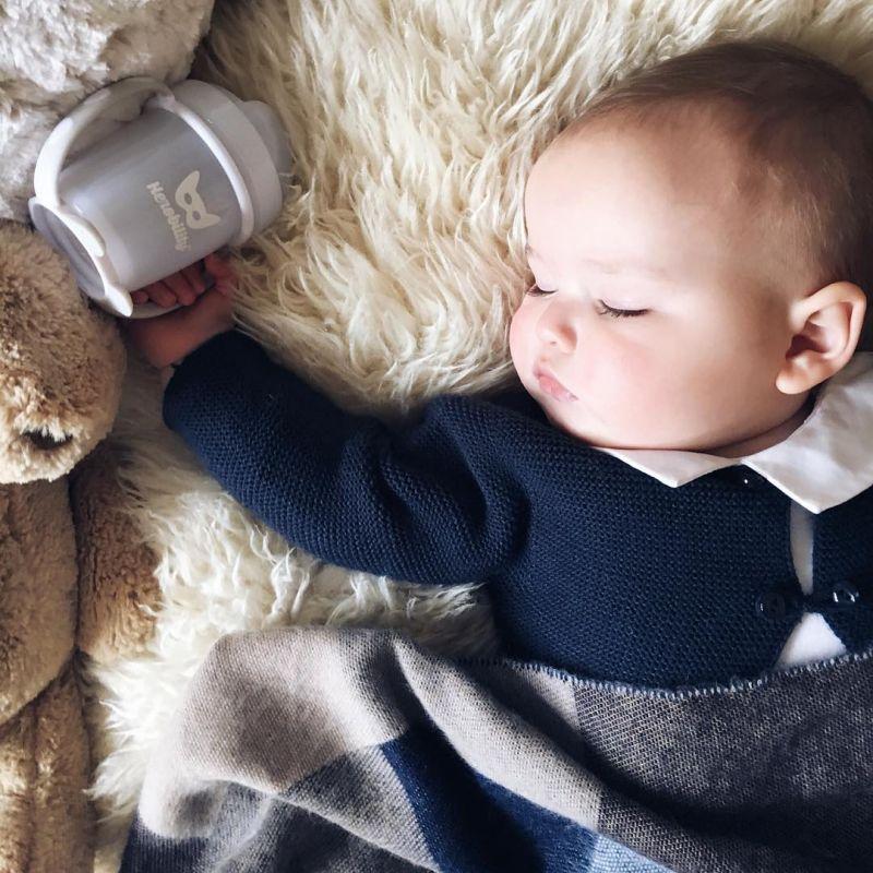 آیا گذاشتن بالش زیر سر نوزاد ضرر دارد؟