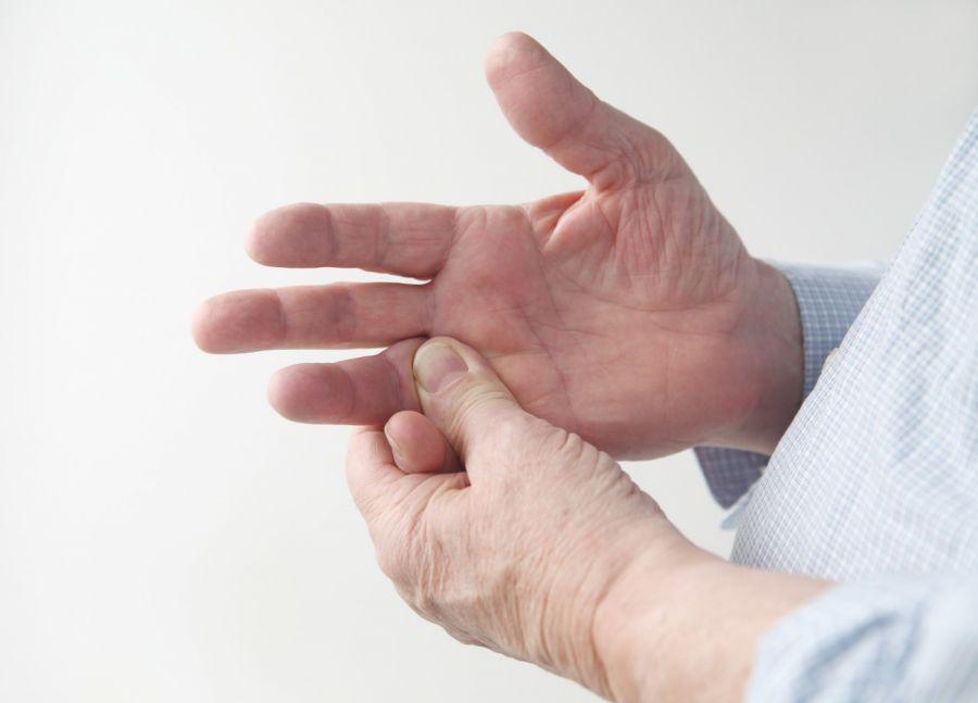 درد شست و مچ دست ناشی از دکوئروین تنوسینوویتیس و روش های مختلف درمان