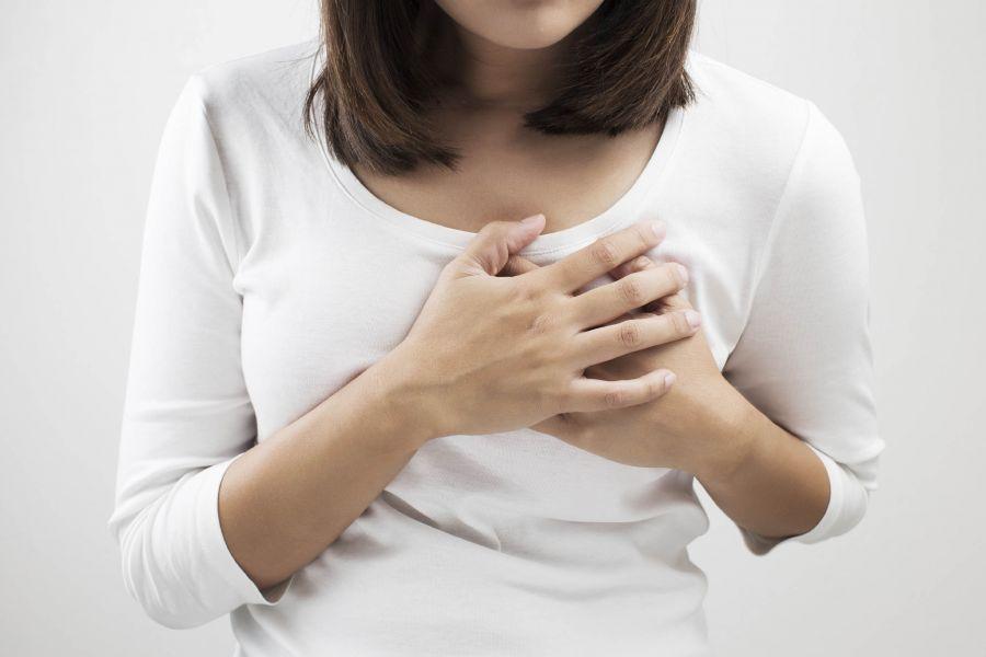 ماستیت (ورم پستان) ؛ علائم، علل، درمان های متعارف، درمان های گیاهی و روش های پیشگیری