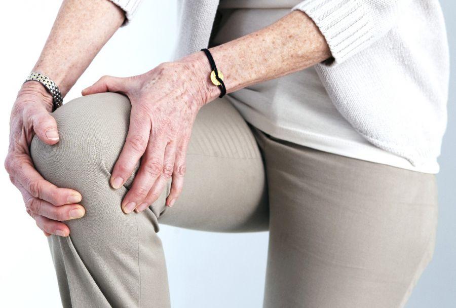 درد زانو در شب ؛ علل و درمان های طبیعی این درد