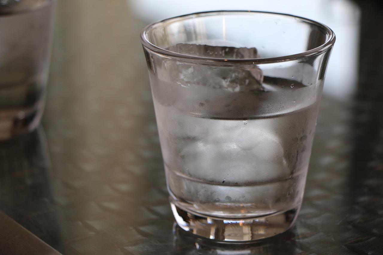 فواید بی نظیر خوردن آب  خنک قبل از صبحانه