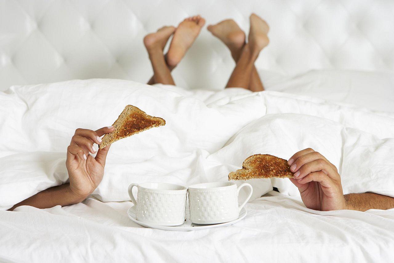 چرا باید اول صبح با همسر خود عشق بازی کنیم؟