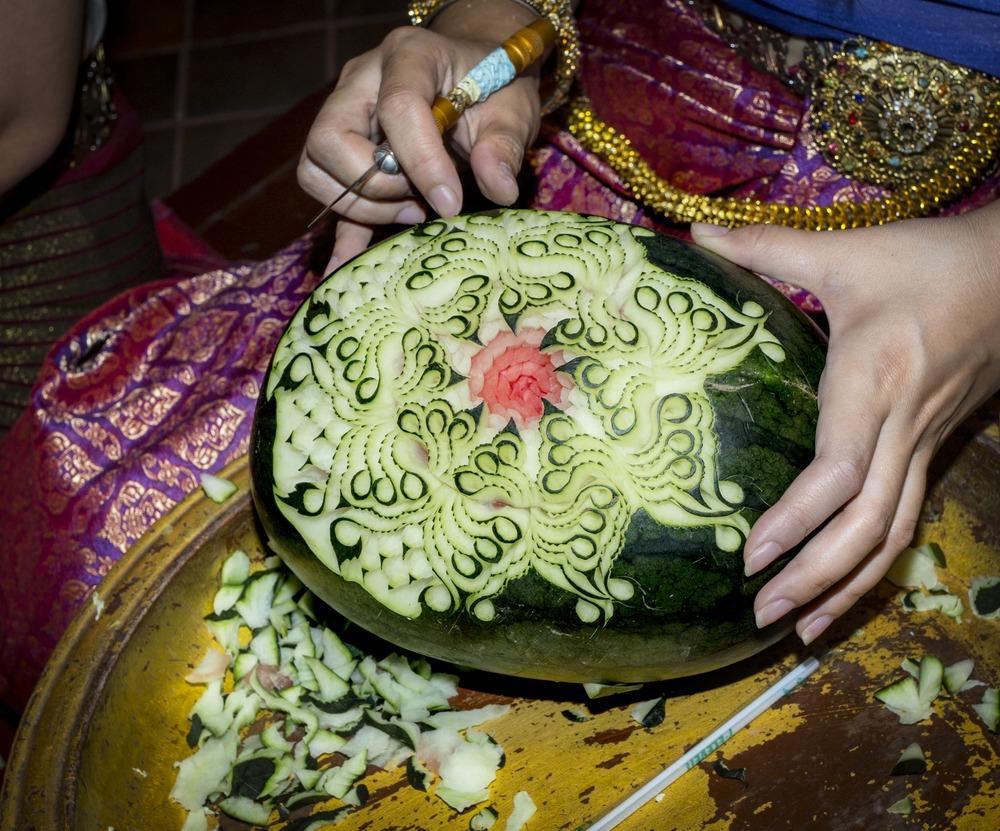 عکسها و مدلهای جدید تزیین هندوانه شب یلدا برای عروس و داماد (۲)