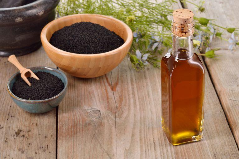 10 خاصیت معجزه آسای روغن سیاه دانه که نمیدانستید