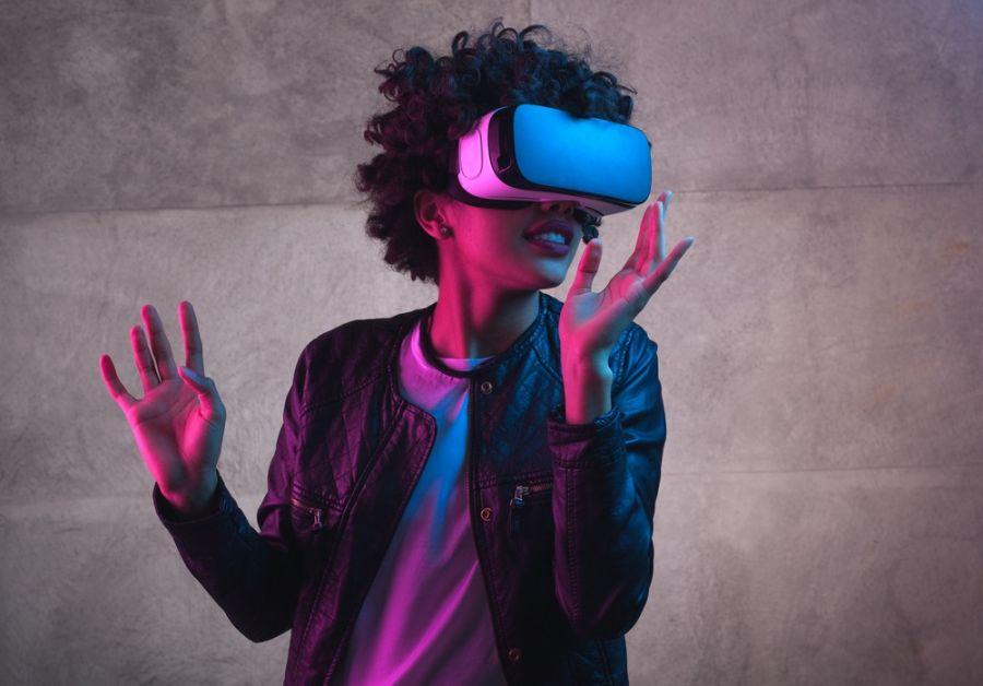 واقعیت مجازی (VR) چیست و چه تفاوتی با واقعیت افزوده (AR) دارد؟