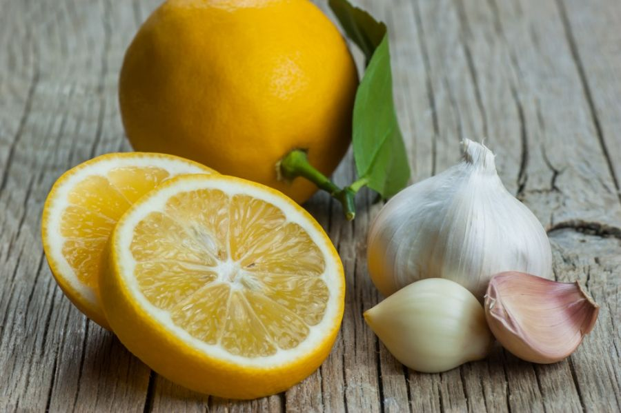 ۱۲ خاصیت معجزه آسا معجون سیر و لیمو برای قلب و عروق
