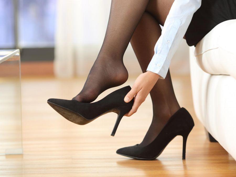 هنگام پوشیدن کفش پاشنه بلند این ۱۵ نکته را حتما رعایت کنید!