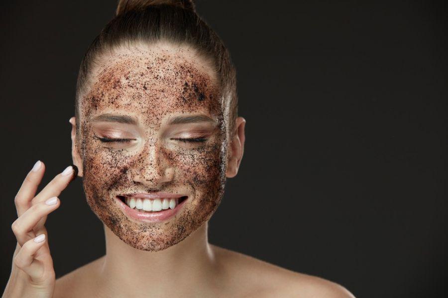 ۱۰ روش طبیعی برای لایه برداری پوست