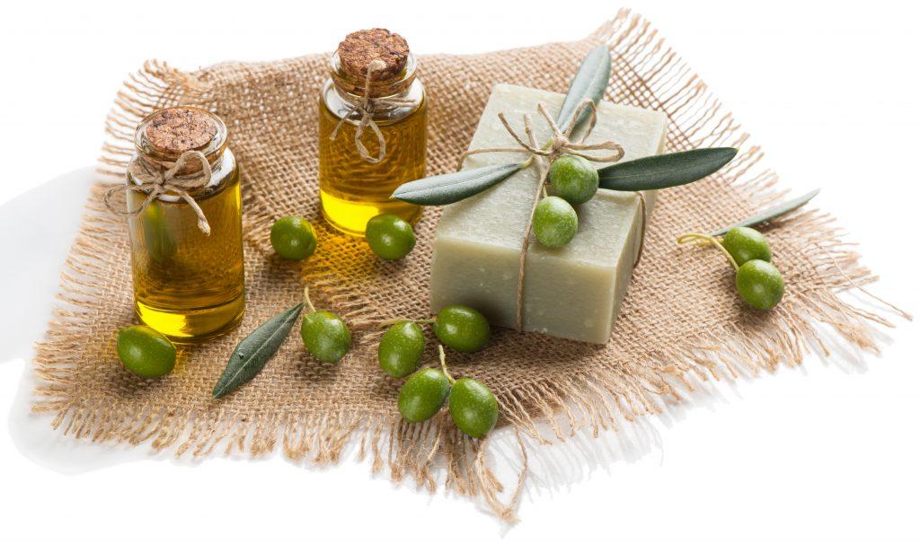 ۱۴ مزیت شگفت انگیز صابون روغن زیتون برای درمان مشکلات پوستی