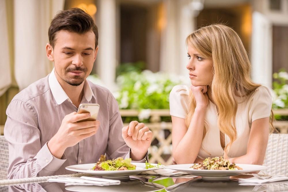 ۹ نشانه برای تشخیص فرد غیر قابل اعتماد در روابط زناشویی