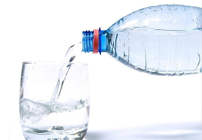 9 دلیل برای اینکه دیگر از  آب معدنی استفاده نکنیم