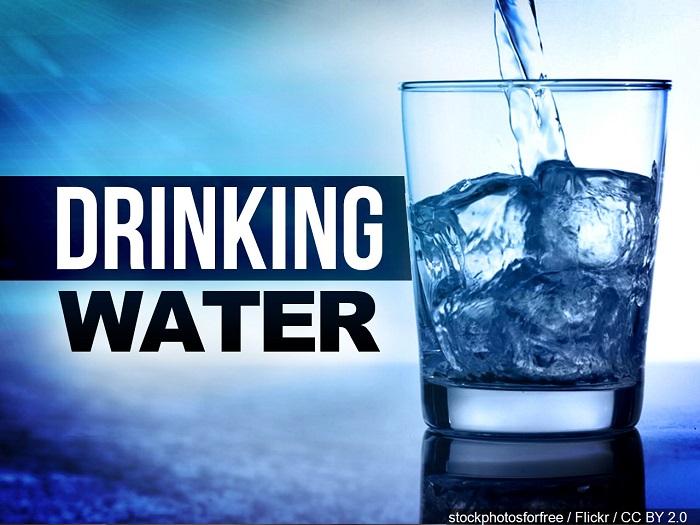 8 فایده جایگزین کردن آب با سایر نوشیدنیها