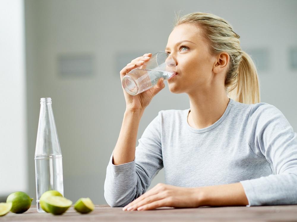 7 عارضه جانبی حاصل از نوشیدن بیش از حد آب