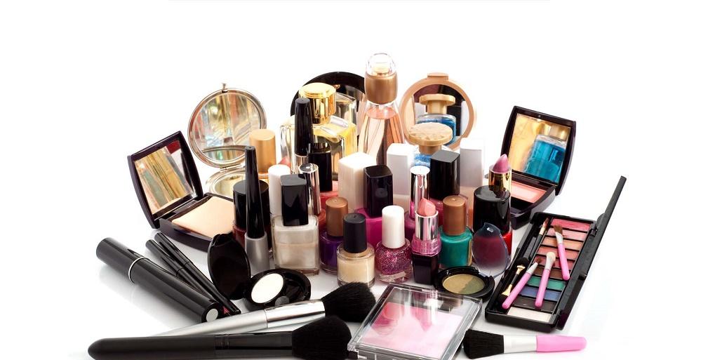 حساسیت چشم به مواد آرایشی