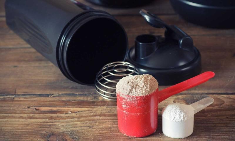 آشنایی با فواید و مضرات مصرف پودر پروتئین