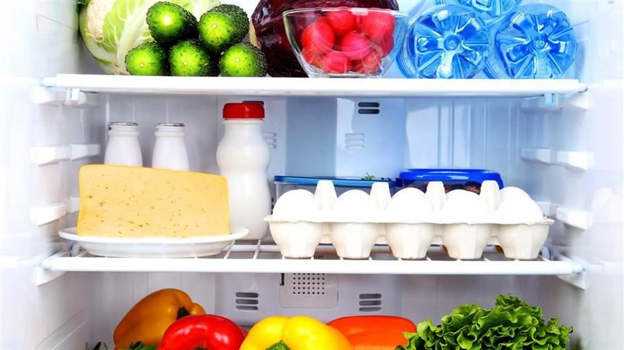 نحوه صحیح چیدمان غذاها در یخچال چگونه است ؟
