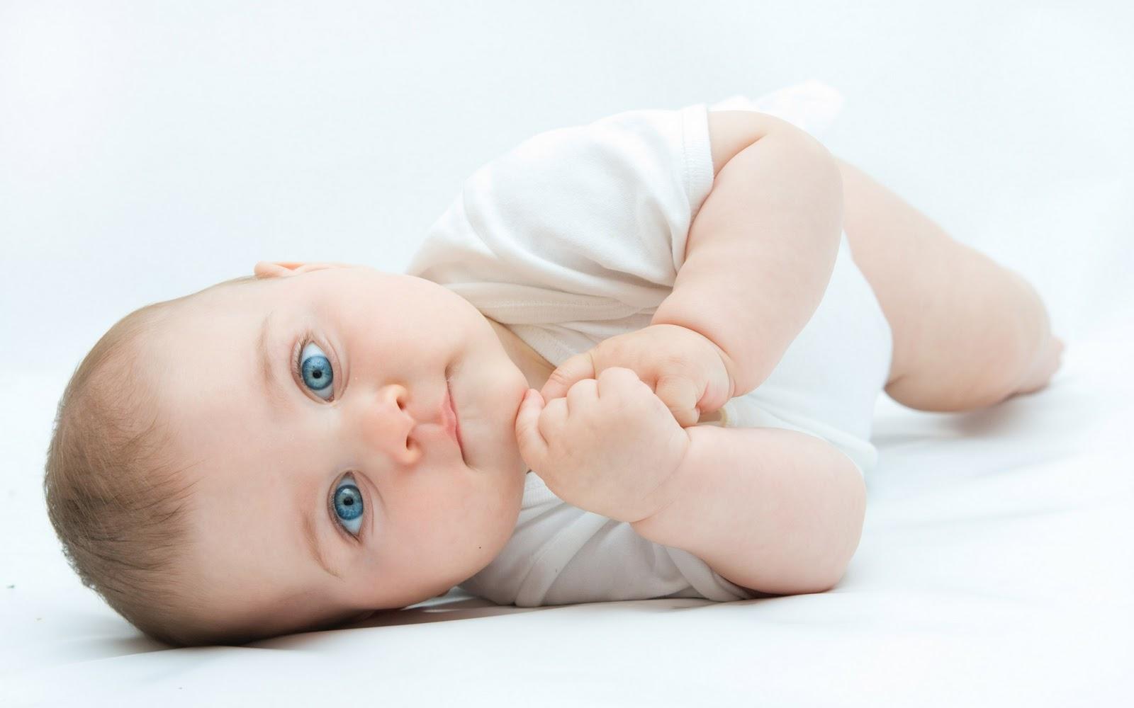 علائم دندان در آوردن نوزادان و راههای تسکین درد